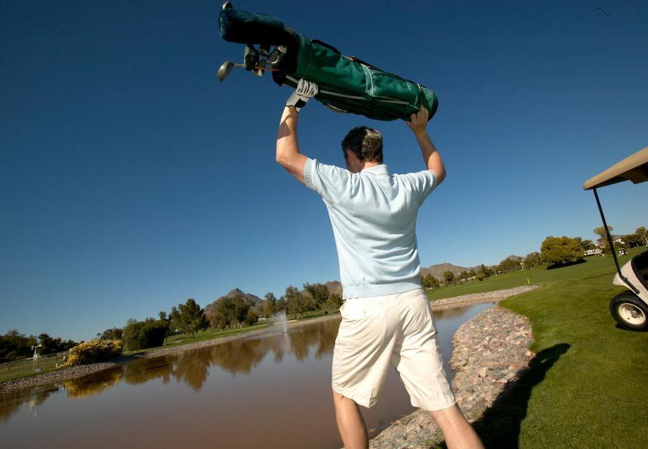 golfer throwing bag